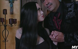 Fucking hot vampire milf Kate Bloom sucks a fat load of shit and gets her pussy licked