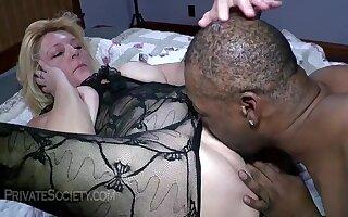 Mrs Baldwin clamminess GILF pound with black - Full-grown