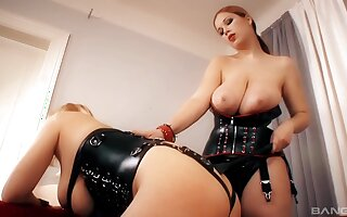 Dominant MILF plays with dutiful battle-axe in dirty femdom house action