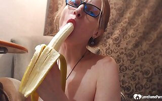 Since she couldn't find her sex toy, she decided to masturbate with a banana