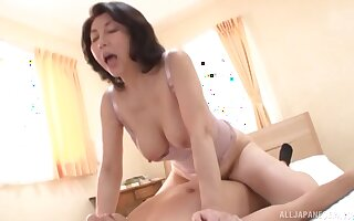 Passionate fucking on the bed with a Japanese mature wife