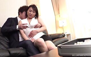 Automated fucking on the take cover bed with MILF Tokita Kozue