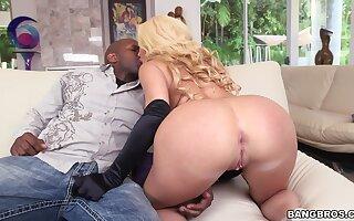 Big-assed MILF babe Summer Brielle loves big black cock