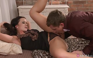 Erotic fucking in be passed on evening round seductive tie the knot Cindy Dollar