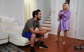 Chunky MILF Quinn Waters drops her panties for a quickie. HD