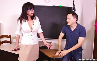 Itchy mature crammer gets laid in the classroom