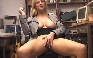 Solitary hottie Starr loves rubbing her tight pussy atop a difficulty chair