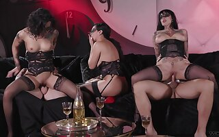 Erotic group sex session featuring Honey Gold, Vicki Chase and Jessie Lee