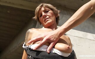 Slutty GILF lets a wretch perturb something he shouldn't with the addition of she loves dick