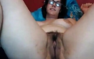 Thick nerdy milf here a sweet Victorian pussy