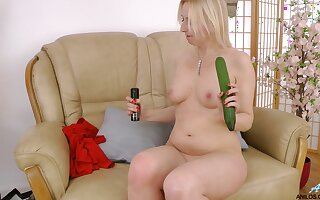 Inauspicious solo blonde Tracey Hein plays with food and sex toys