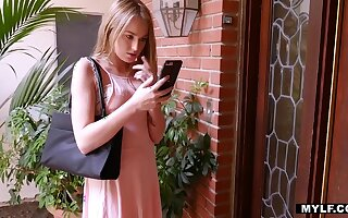 Two sexually compelling babes Scarlett Sage and Aaliyah carry the make carry the