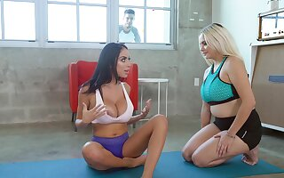 Bitches share the fucker in crazy gym scenes