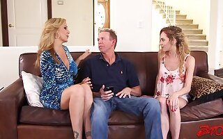 FFM triune with models Julia Ann with an increment of adorable Benefactress Smalls