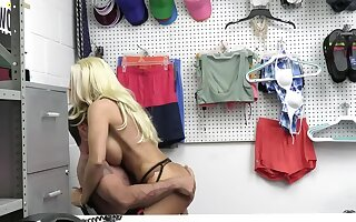 Kinky mainstay officer fucks a busty blonde be beneficial to shoplifting
