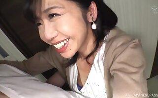 Close up video of Asian babe Kikuichi Momoko giving a blowjob
