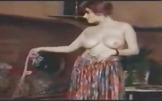 Horny Vintage british wife gets backyard fuck
