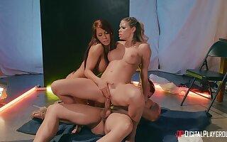 Pornstars Jessa Rhodes & Madison Ivy sprayed with jizz after fucking