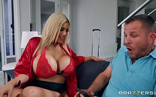Tattooed guy drills juicy pussy of Amber Alena with massive juggs