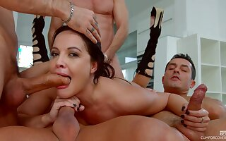 Four handsome studs get amazing blowjobs from slut Dolly Diore