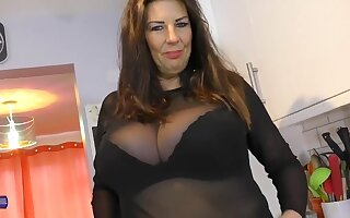 CHUBBY WIFE IN FISHNET STOCKINGS