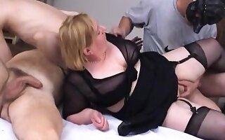 Beamy mature homemade orgy